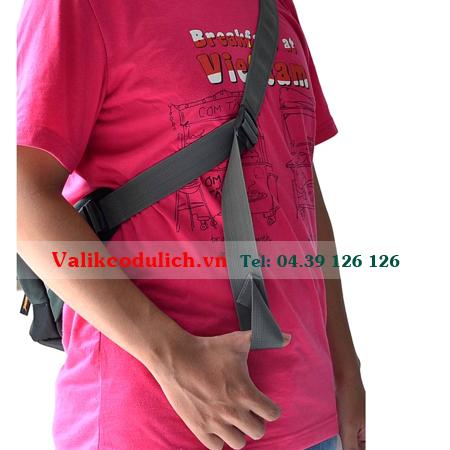 Mikkor-Roady-Sling-Backpack-xam-toi-7